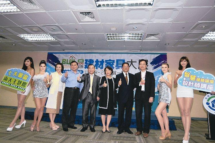 2016台北國際建材家具大展昨(16)日舉辦展前記者會,率先發表具智慧、科技、環...