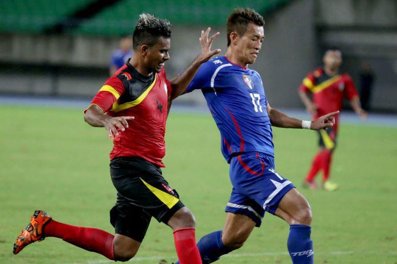 今年10月8日亞足聯中華隊和東帝汶的比賽上,由於加油群眾舉出「ALL HAIL FORMOSA」的標語,被認定具有政治意涵,遭裁罰4千美金。 圖/中華足球協會提供