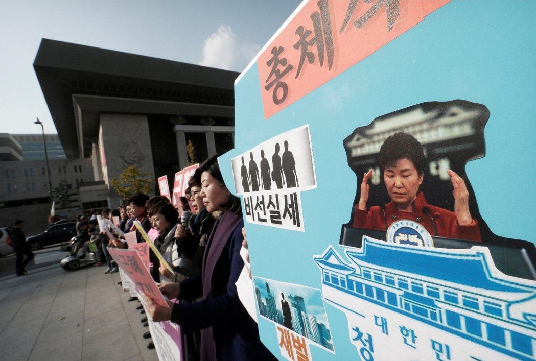 崔順實案引發了南韓社會與媒體圈的極大震盪,但沒人敢否認,JTBC與《中央日報》的...