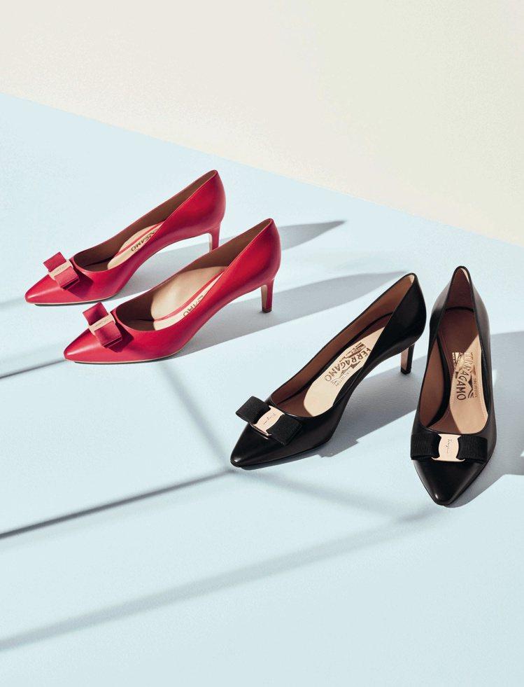 Vara Chic系列紅色與黑色牛皮低跟鞋,24,900元。圖/Ferragam...