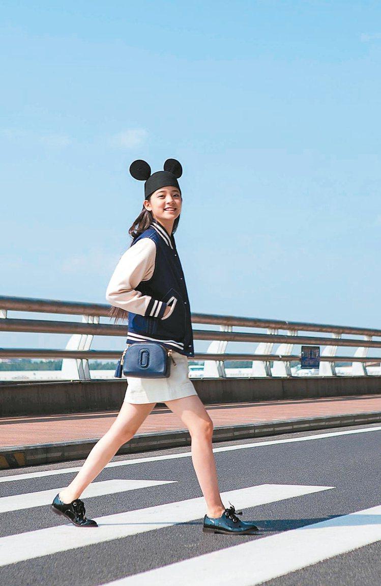 歐陽娜娜穿Marc Jacobs外套,充滿青春活力。 圖/Marc Jacobs...