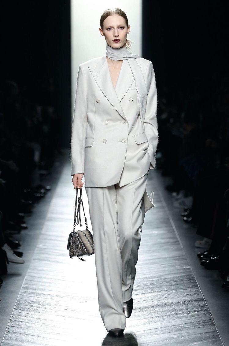 總能將復古元素與時尚都會風格巧妙結合的Bottega Veneta,透過實穿好搭...