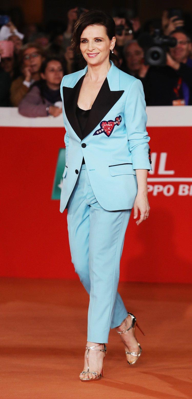 茱麗葉畢諾許穿Gucci 2016秋冬男裝西裝。圖/Gucci提供