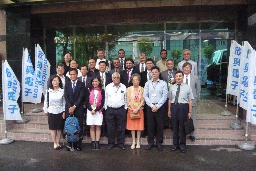 亞洲生產力組織特地到欣興電子參訪取經。 圖/欣興電子提供