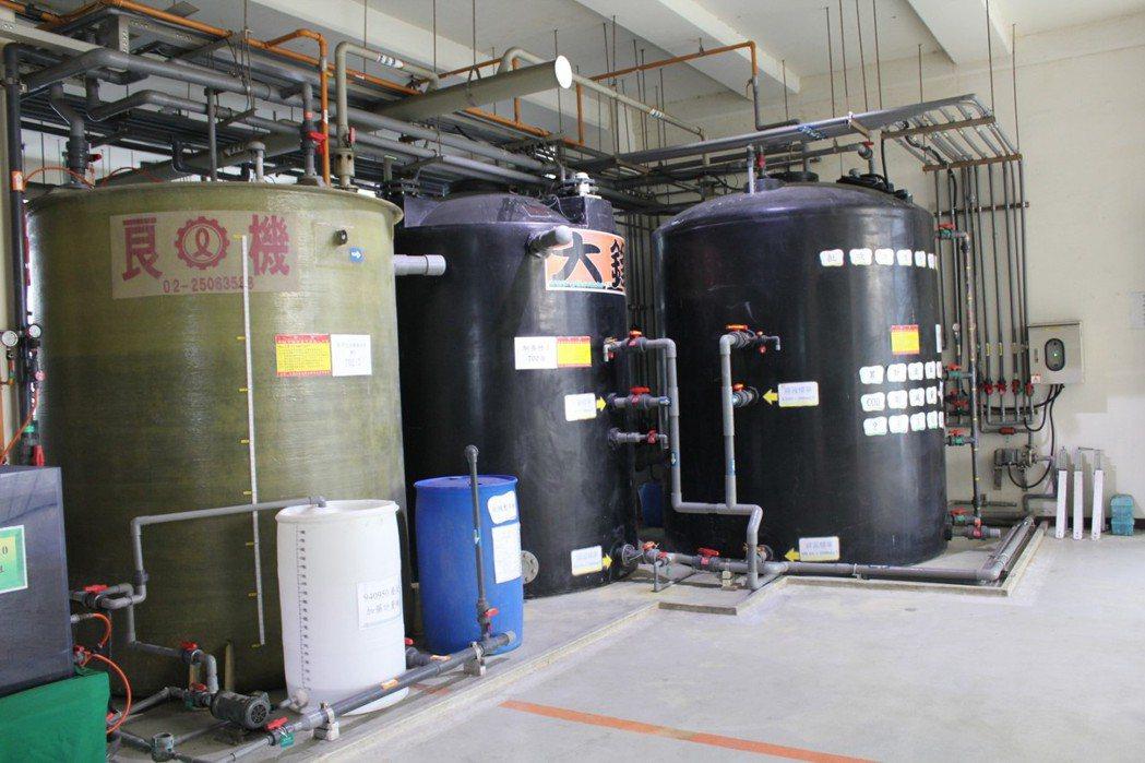 欣興電斥資7,500萬元在桃園廠建構台灣首座、樓高4層的生物處理中心的設施。 圖...