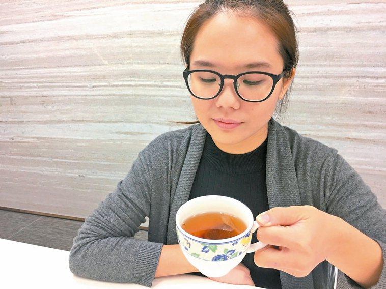 喝茶。 記者江慧珺/攝影