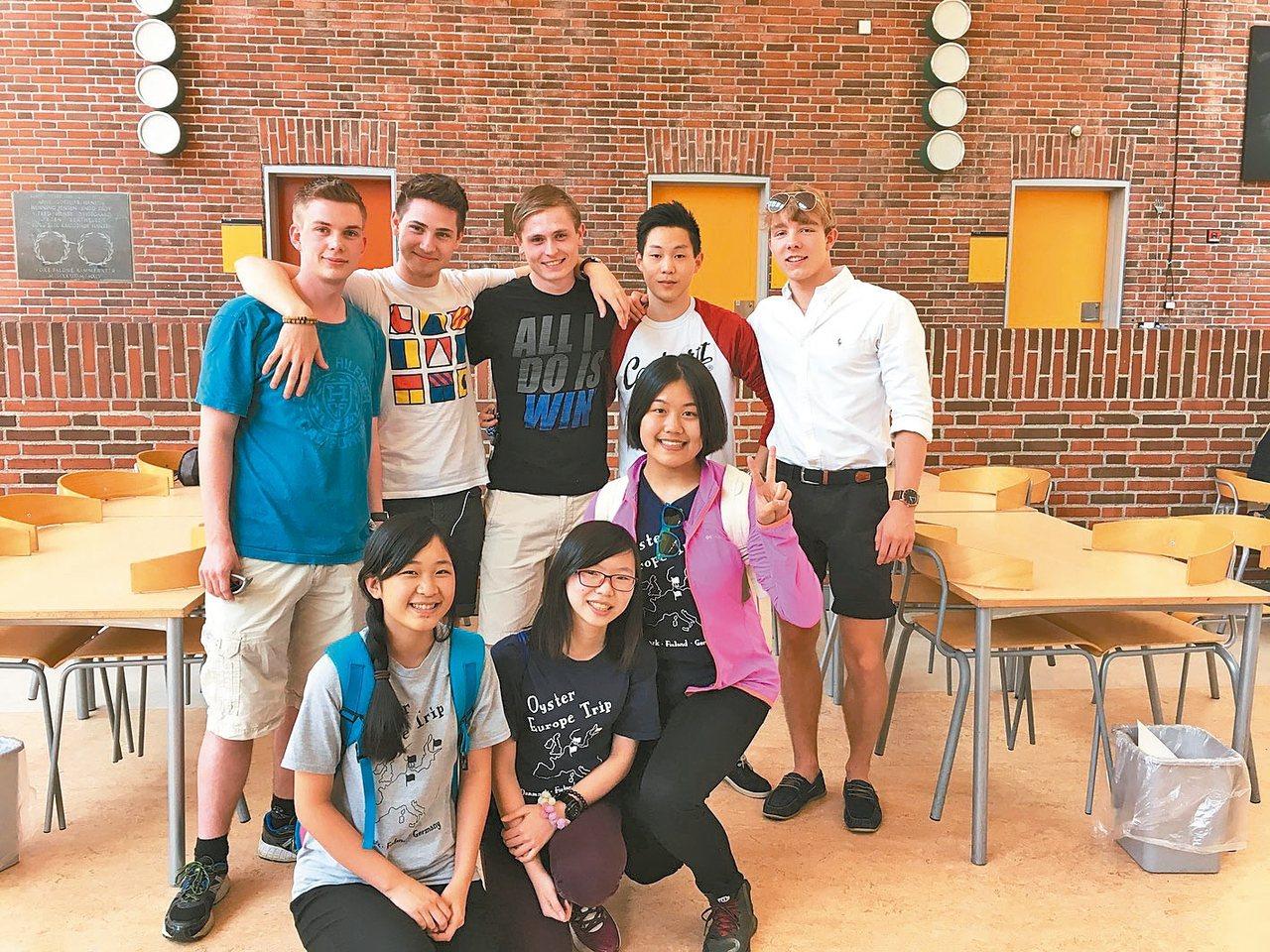 同學們走出教室,才發現同齡的歐洲學生都充滿了自信。 圖/人文高中提供