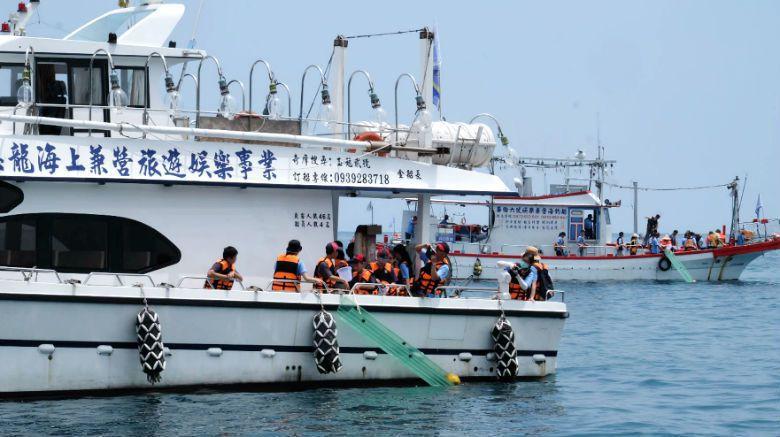 台灣有許多人深愛水上活動,只是現在卻流傳著一個當紅的話題:現在起一般民眾將無法出...