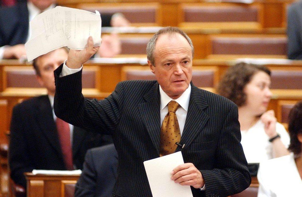 霍恩之後,在2002年擔任MSZP–SzDSz聯合政府總理的邁傑希(圖),也被發...