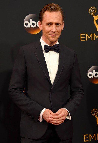 英國男神「洛基」湯姆希德斯頓日前出席第68屆艾美獎,配戴萬寶龍Iconic系列玫...