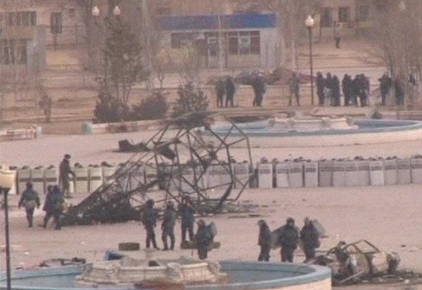札納奧津暴動現場:哈薩克政府展開掃蕩,並宣國家進入為期20天的緊急狀態。 圖/路...