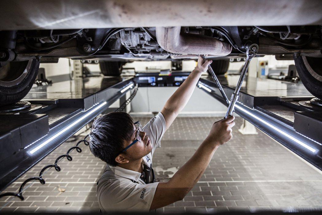 通過BMW原廠認證的維修技師提供最高規格的軟硬體服務。 圖/汎德提供