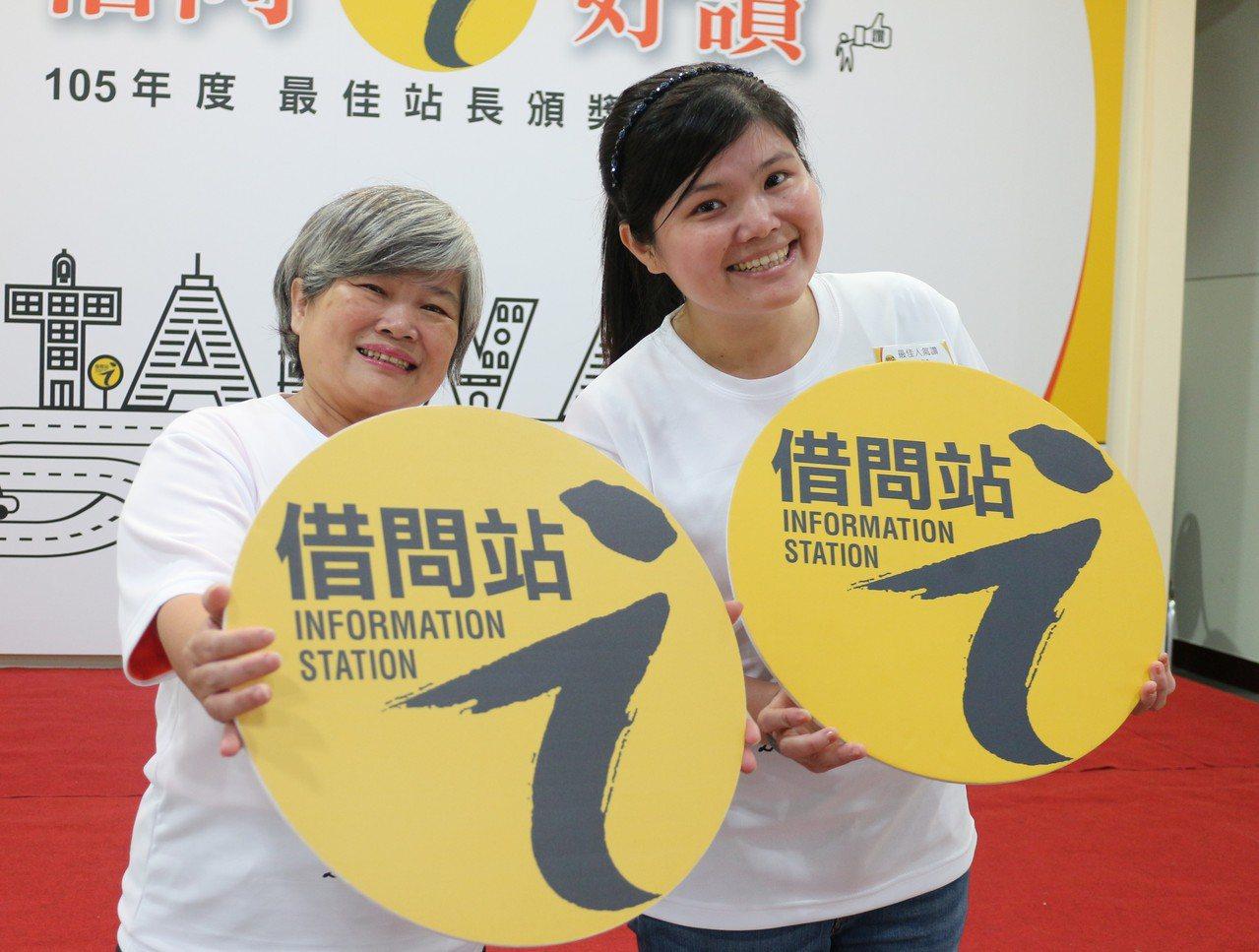 借問站之一屏東東港味益食品第二代謝貴蘭(左)、第三代劉凱芬(右)都說,從十年前至...