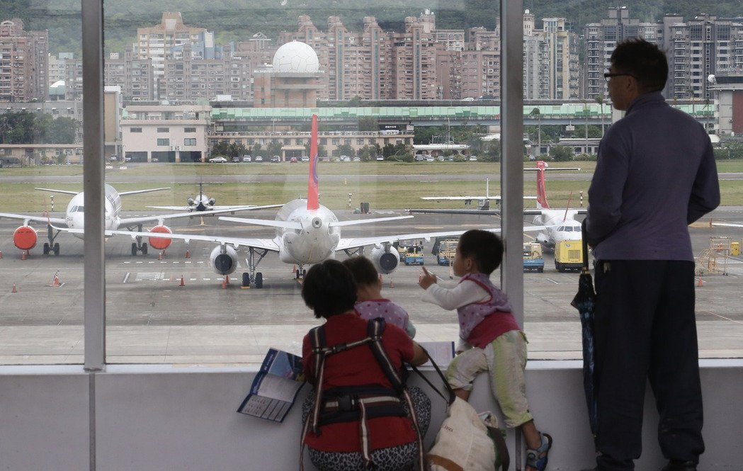 復興航空今宣布宣布將解散且所有航線停飛。記者余承翰/攝影