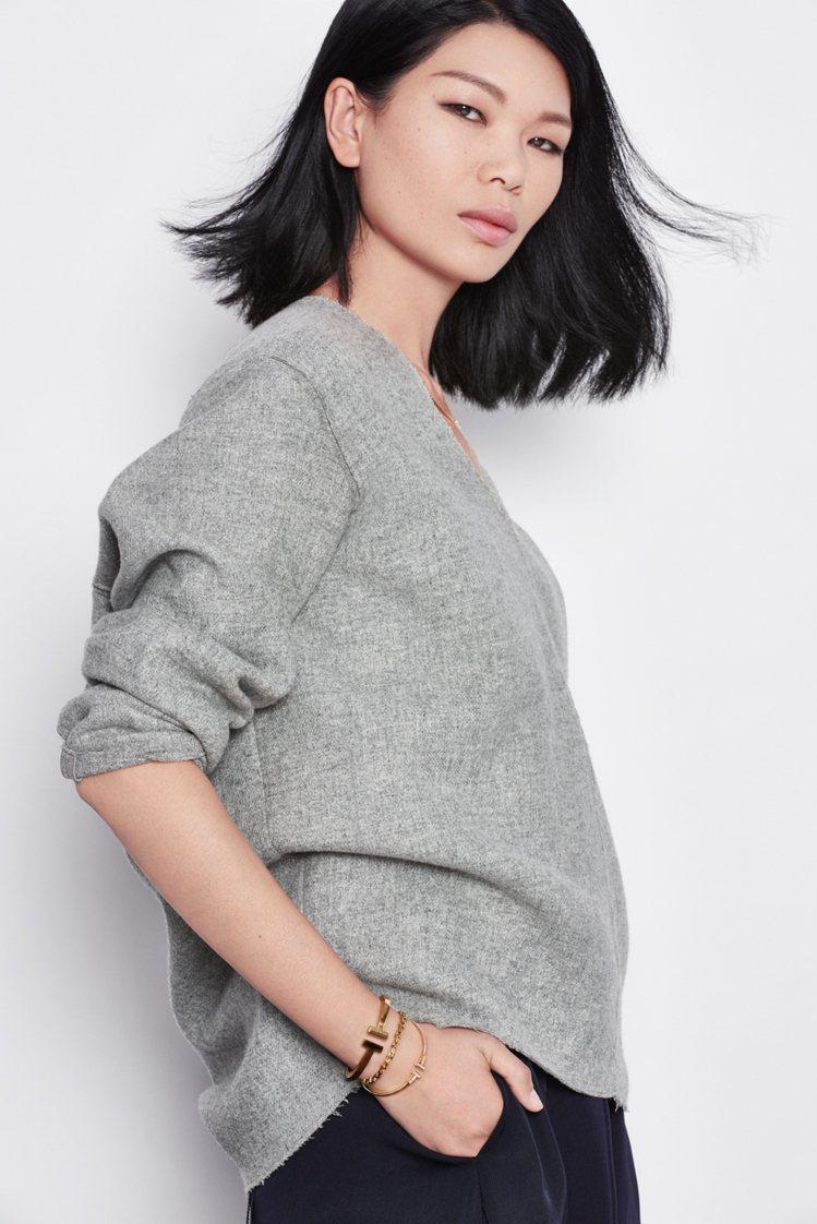 吕燕表現出Tiffany T系列的簡約時髦風格。圖╱Tiffany提供