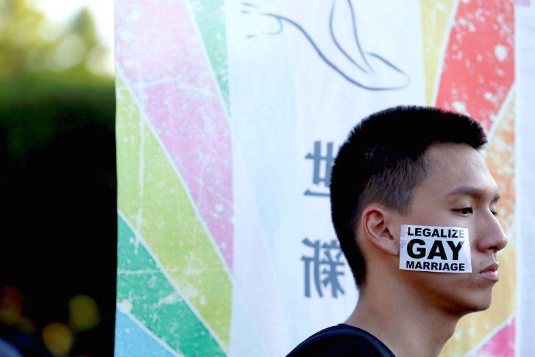 「同性婚姻法制化」應針對政府當年正當化漢本位異性戀霸權的「轉型正義」觀點來看,反省這個舉措是否造成了社會中其他宗教、文化或伴侶關係的「不正義」。 攝影/歐新社
