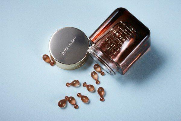 圖/雅詩蘭黛特潤修護60天極效安瓶60顆,NT4980,Beauty美人圈提供