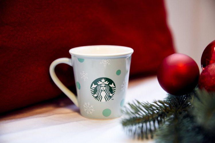 即日起在統一星巴克台北時代門市單筆消費滿800元,即贈耶誕雪屋獨家耶誕雪花杯乙個...