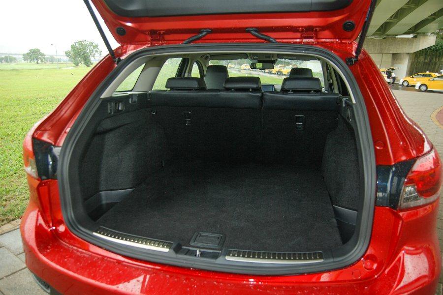 Mazda6 Wagon 在未傾倒時就達到 496L 的容量。 記者林鼎智/攝影