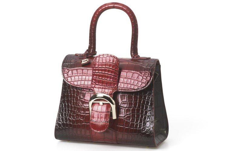 Brillant系列絳紅色漸層鱷魚皮小型手提包,售價1,062,200元。圖/D...