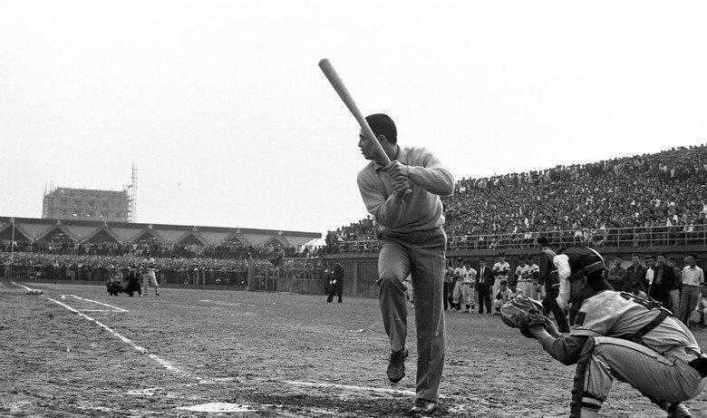 1965年,時年25歲的王貞治,受國民黨海外組織強力邀請訪台。圖為其中一場位於台北市立棒球場的表演。 圖/聯合報系資料照片