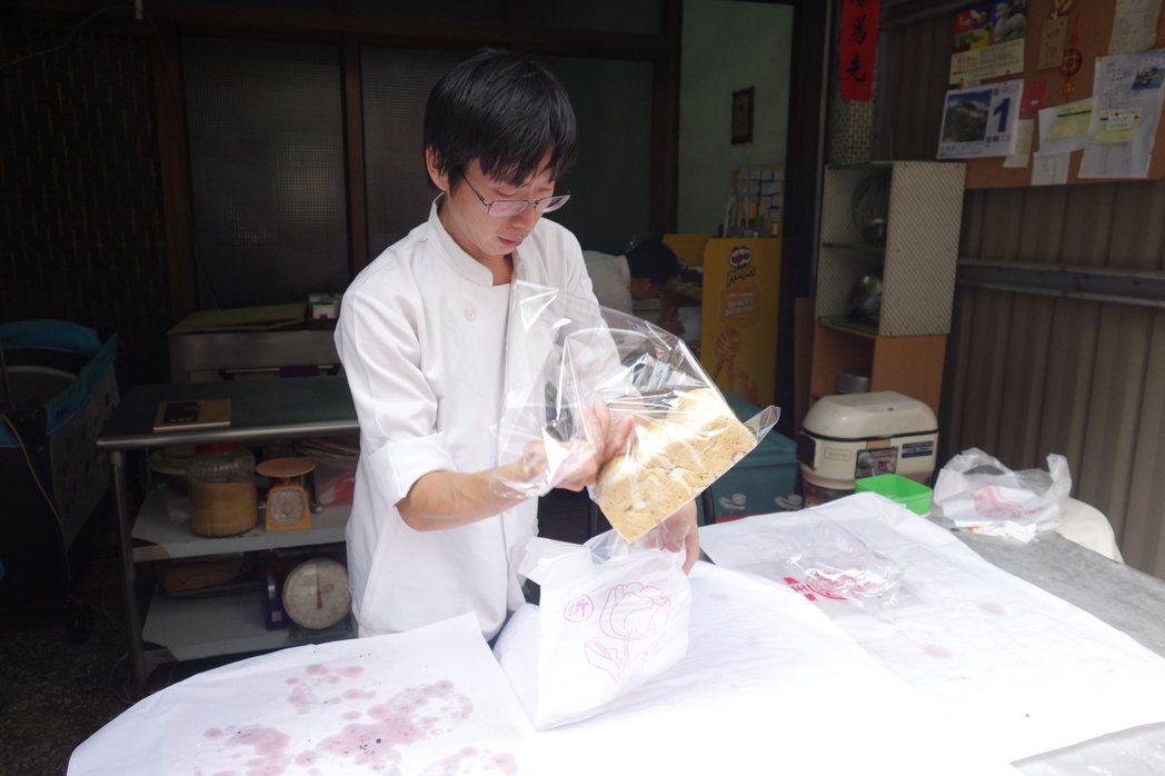 拍扁麵包師傅黃士福年底搬離現今工作室。本報資料照/記者劉星君攝影
