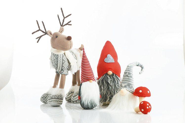 歡聖派對聖誕玩偶系列售價349元起。 HOLA/提供