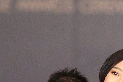 擔任金馬獎頒獎嘉賓的桂綸鎂與以「德布西森林」入圍「最佳女配角」的陸弈靜攜手走星光大道。
