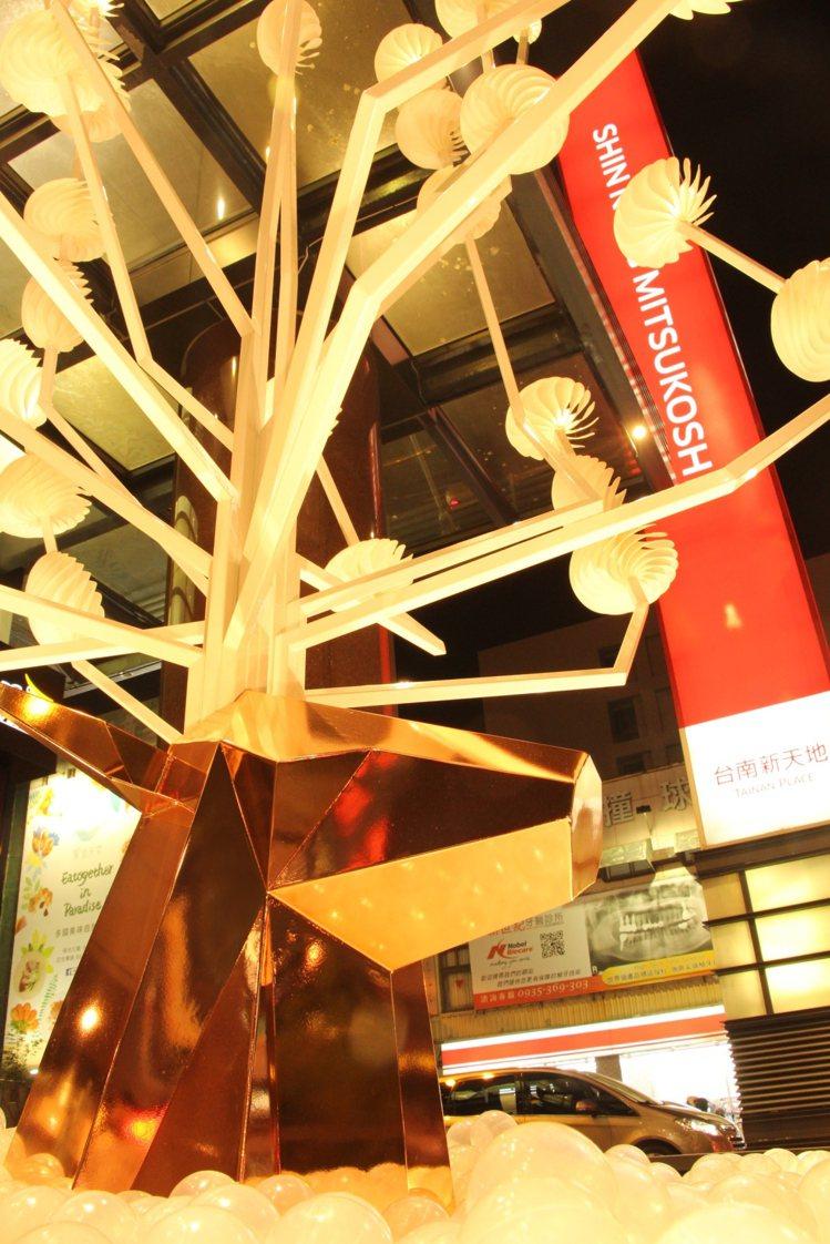 新光三越台南新天地,唐草設計/甜蜜耶誕樂園。圖/新光三越提供