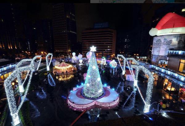 統一時代百貨台北店的耶誕裝置。圖/摘自instagram