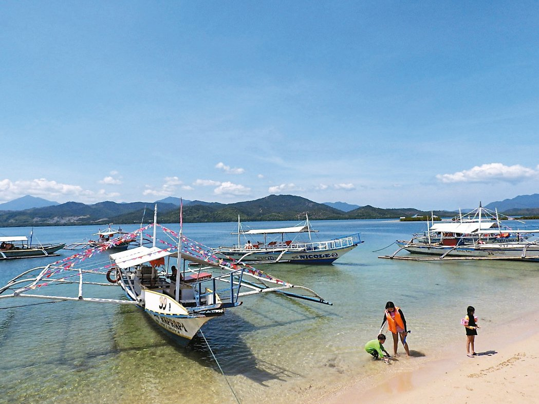 螃蟹船是當地海上主要交通工具。 記者魏妤庭/攝影