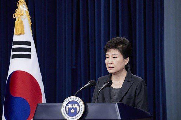 閨密門事件爆發 朴槿惠從5個第一變成4%總統