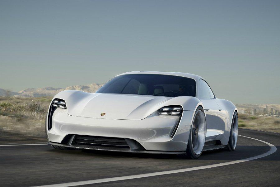 Porsche 曾於去年的法蘭克福展上展示  Mission E 電動房車,展現...