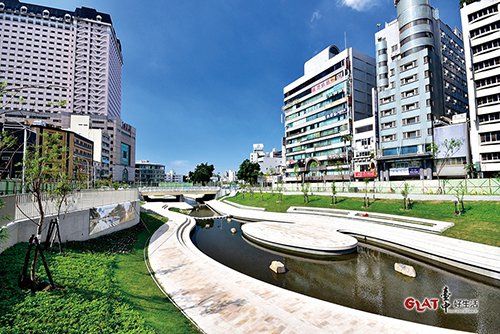 經過積極的汙染整治與環境改善後,擁有美麗景觀河岸的柳川,將重新展現它的風華。