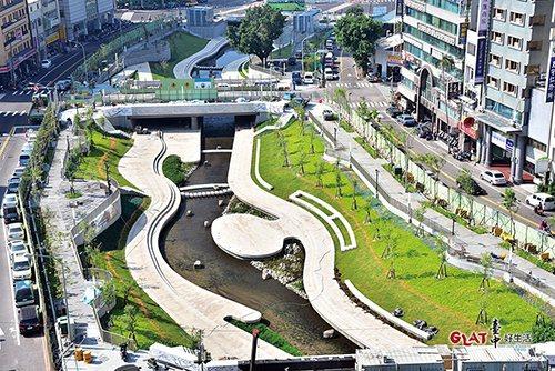 柳川整治工程將兩旁車道部分縮減,原混凝土護岸向兩側各拓寬8公尺,還地於河。