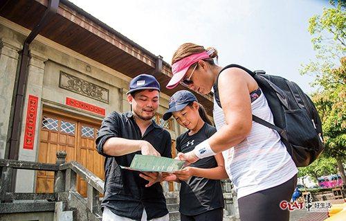 經常有國際觀光客報名參加台中時空漫步的導覽行程。