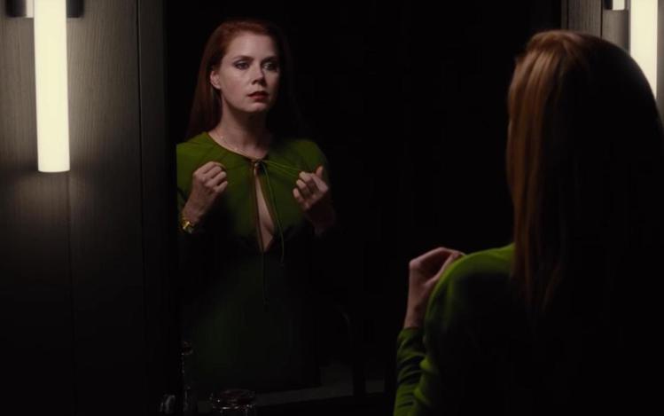艾美亞當斯穿在新片「夜行動物」中,穿的並非是Tom Ford。圖/擷自IMDb官...