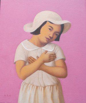 林麗玲油畫作品〈雙手放胸前的女孩〉,2016。 許悔之