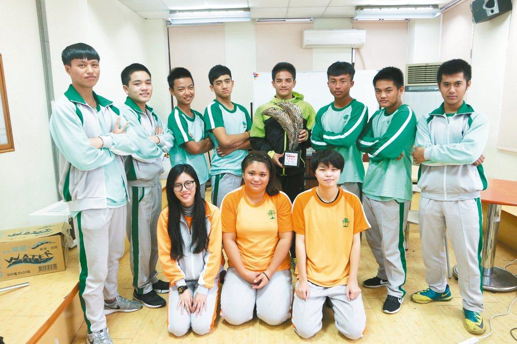 上騰工商小飛機劇團參加「原住民族青年校園STAR職場短劇爭霸戰決賽」,獲得高中職...