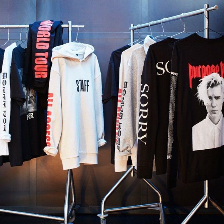 小賈斯汀全球巡演登場,紀念T恤在H&M就買得到。圖/H&M提供