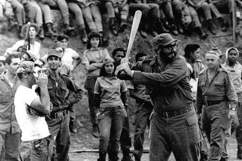 卡斯楚在1962年將統一革命組織改為古巴社會主義革命統一黨,圖為同年他在一場棒球...