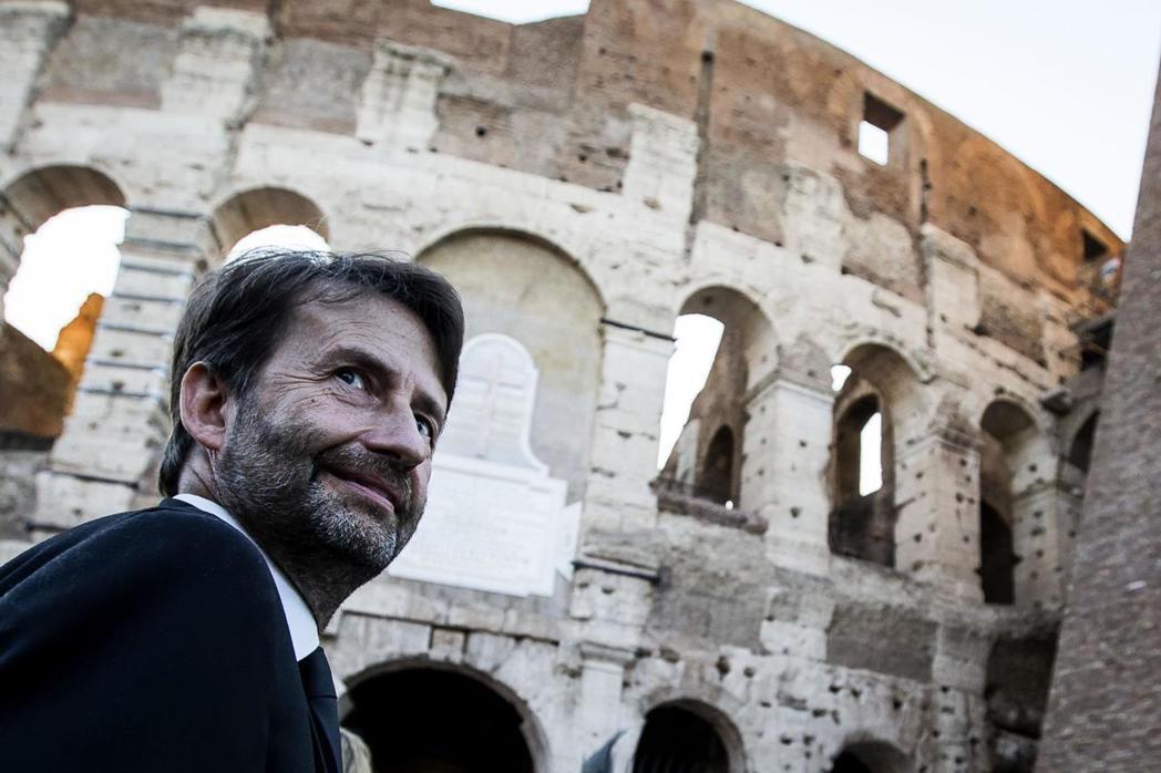 義大利保護羅馬城內古蹟的態度,是讓眾人皆可自由觀摩這座世界劇場。義大利文化部長法...