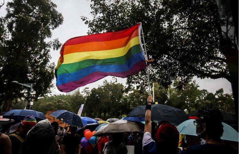 同性婚姻,必然就是一種對現存婚家典範的動搖,是從既有掌權者手中奪回權力的方式之一...
