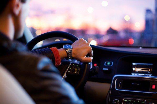 圖三 : 德州儀器未來將著重於工業與車用市場的投資。〈Source:Odysse...