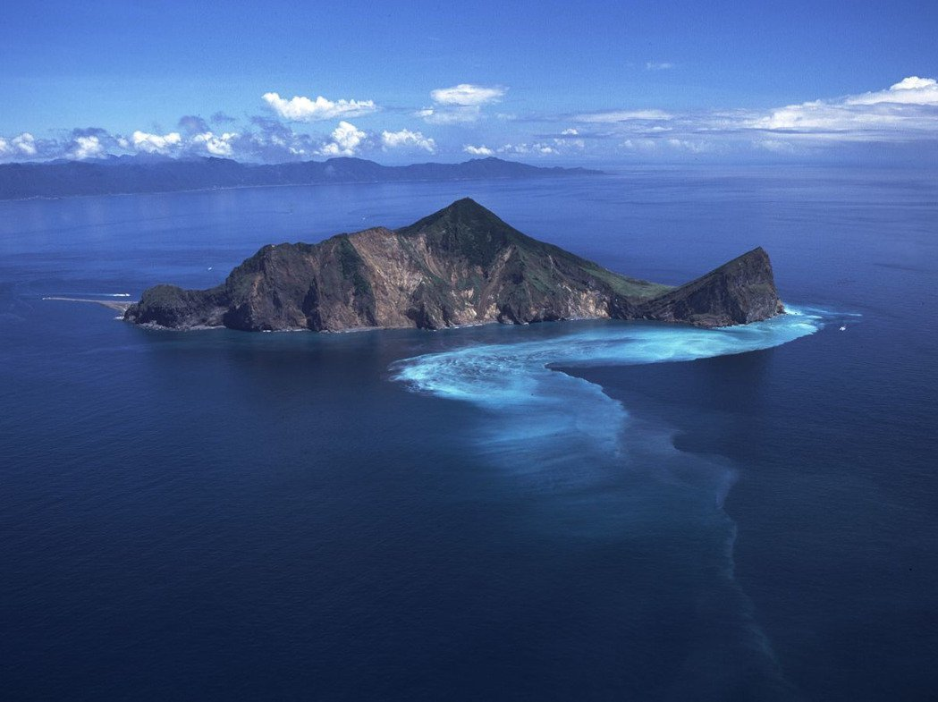 經3個月的封島,位在宜蘭外海的龜山島從今天起再度開放登島觀光。圖/東北角暨宜蘭風...