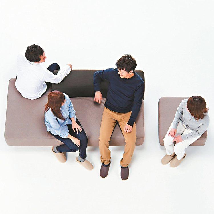 多用途沙發,朋友齊聚即可變身。 圖/MUJI無印良品提供
