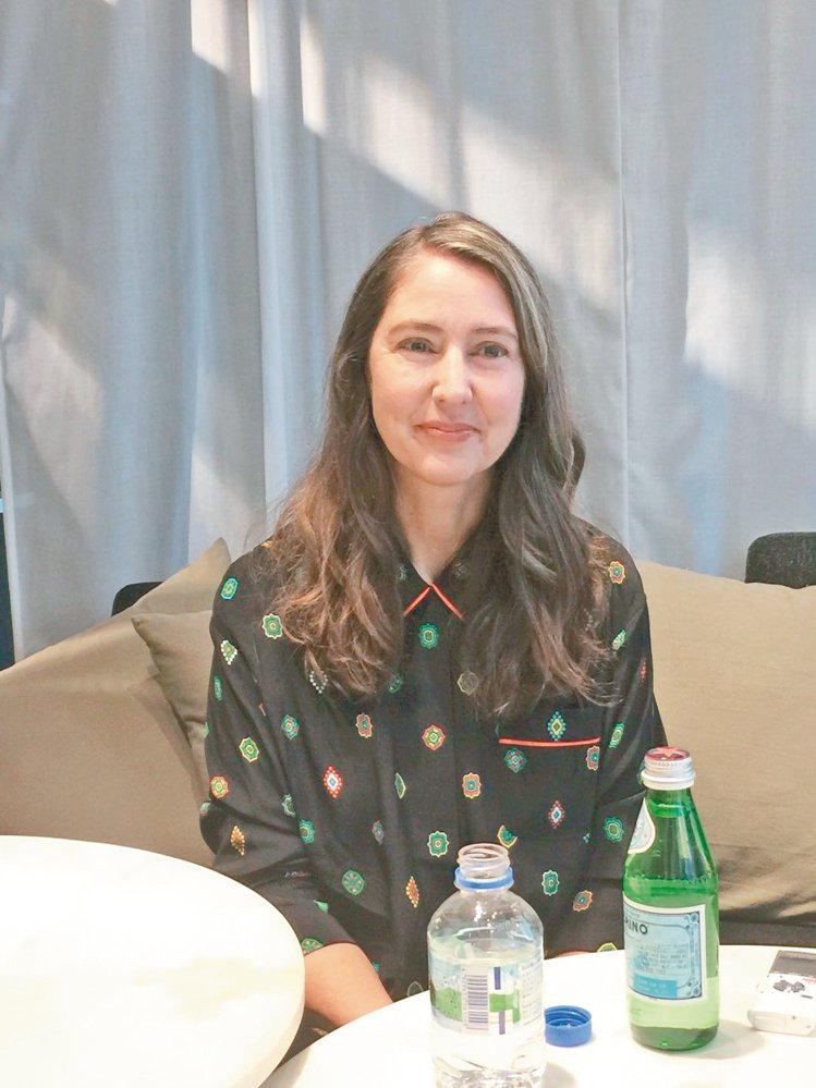 H&M創意總監Ann-Sophie Johansson穿睡衣接受專訪。 記者陶福...