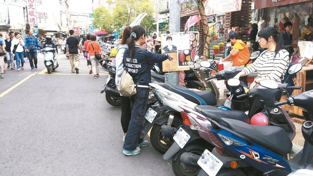 汽機車族每逢假日到舊城區,經常一位難求。 記者鄭維真/攝影