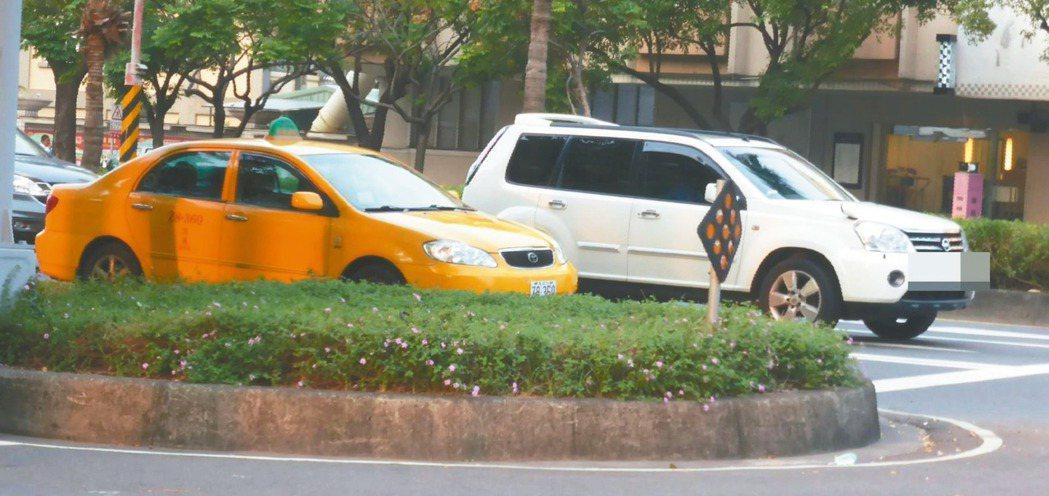 高市以網路叫車的多元計程車月底上路,不限黃色,還可能是雙B車。 記者楊濡嘉/攝影