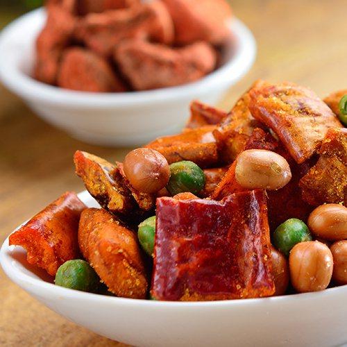 男性消費者喜愛大包裝、多入組的鹹點類零食,第1名就是香酥脆椒組。圖/樂天市場提供